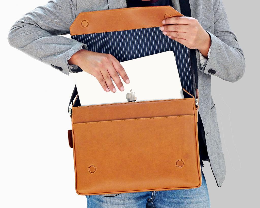 กระเป๋า Macbook แบบสะพาย หนังแท้