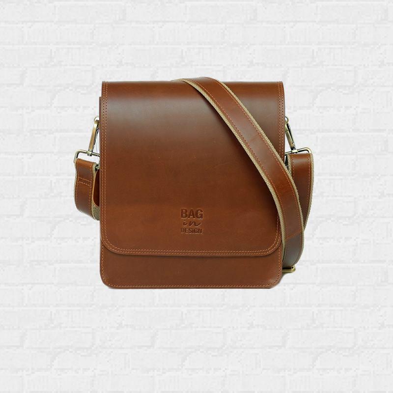 กระเป๋าผู้ชาย สะพายข้างหนังแท้ Castle Town Pull up Tan Whisky color