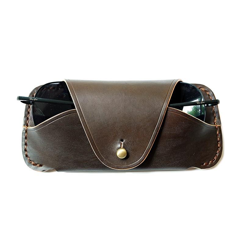 กระเป๋าหนังแท้ Glasses Case ซองหนังใส่แว่นตากันแดด สีน้ำตาล